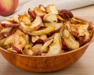 Chips minceur pomme cannelle au four : http://www.fourchette-et-bikini.fr/recettes/recettes-minceur/chips-minceur-pomme-cannelle-au-four.html