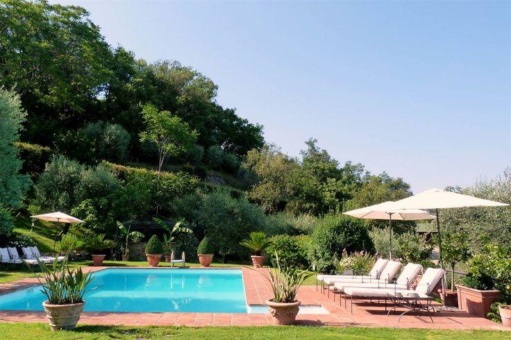 Villa di campagna di lusso con piscina e uliveto in posizione panoramica privata   Milan Sotheby's International Realty
