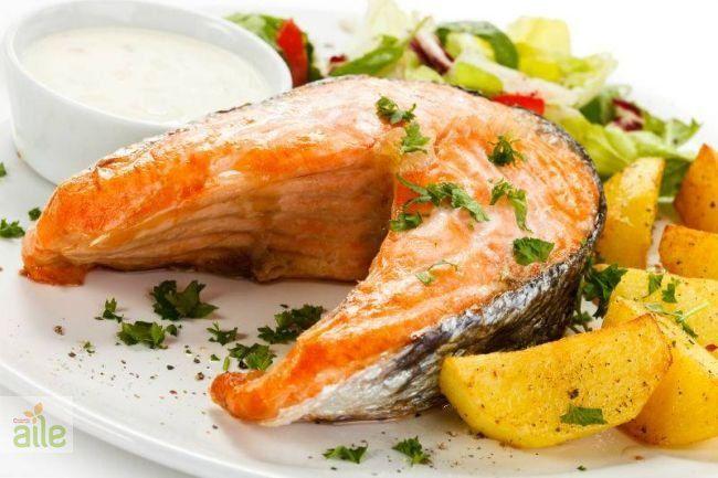 Fırında somon balığı tarifi... Lezzetli bir balık tarifi, fırında somon balığı. http://www.hurriyetaile.com/yemek-tarifleri/deniz-urunleri-tarifleri/firinda-somon-baligi-tarifi_275.html