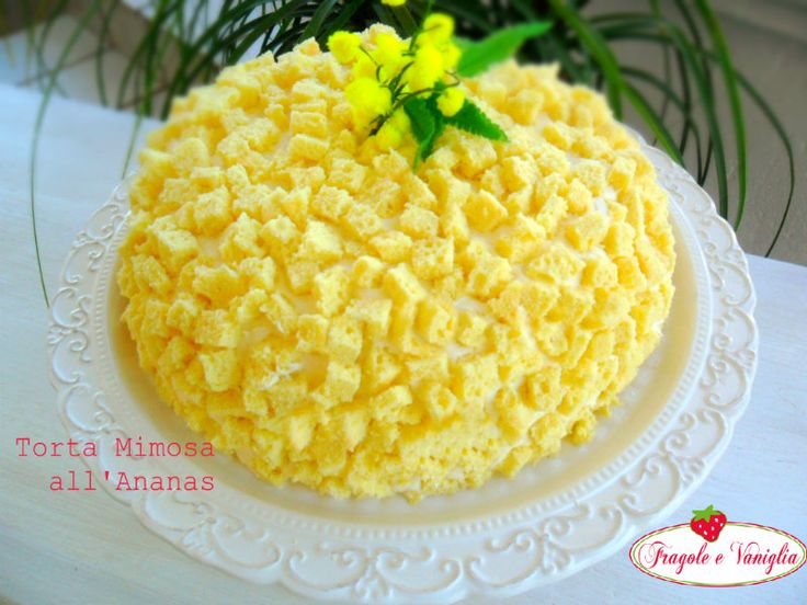 La Torta Mimosa con Ananas è il dolce tipico usato per festeggiare l'8 Marzo la festa della donna.