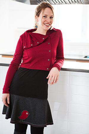 Jupe kiwi rouge et boléro attachant bordeaux. Une petite touche de naïveté et de folie se retrouvent dans notre jupe kiwi! La bonne nouvelle, c'est que notre veste idéale, chandail douillet, boléro attachant et legging équinoxe l'épousent à merveille! www.rienneseperd.com