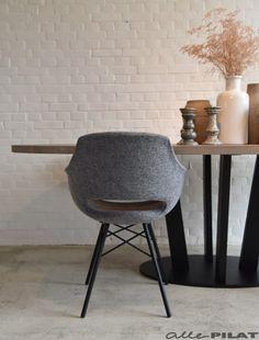 20 beste idee n over grijze stoel op pinterest moderne stoelen slaapkamer stoel en stoel - Eigentijds eetkamer model ...