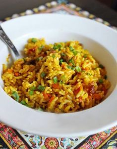рис с овощами и карри рис с курицей, овощами и карри