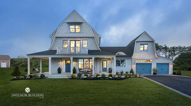 House Tour A Picture Perfect Beach House At East Matunuk 1 Jpg In 2020 Shingle Style Gambrel Roof Old Houses
