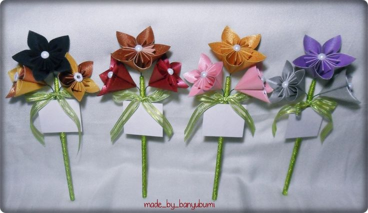 Kusudama flower origami mini bouquet | Purple+silver, gold+pink, brown+red, dark green+yellow paper | Instagram @made_by_banyubumi | #origami #paperfolding #origamiflower #bouquet #flower #handmade #DIY #origamiwork
