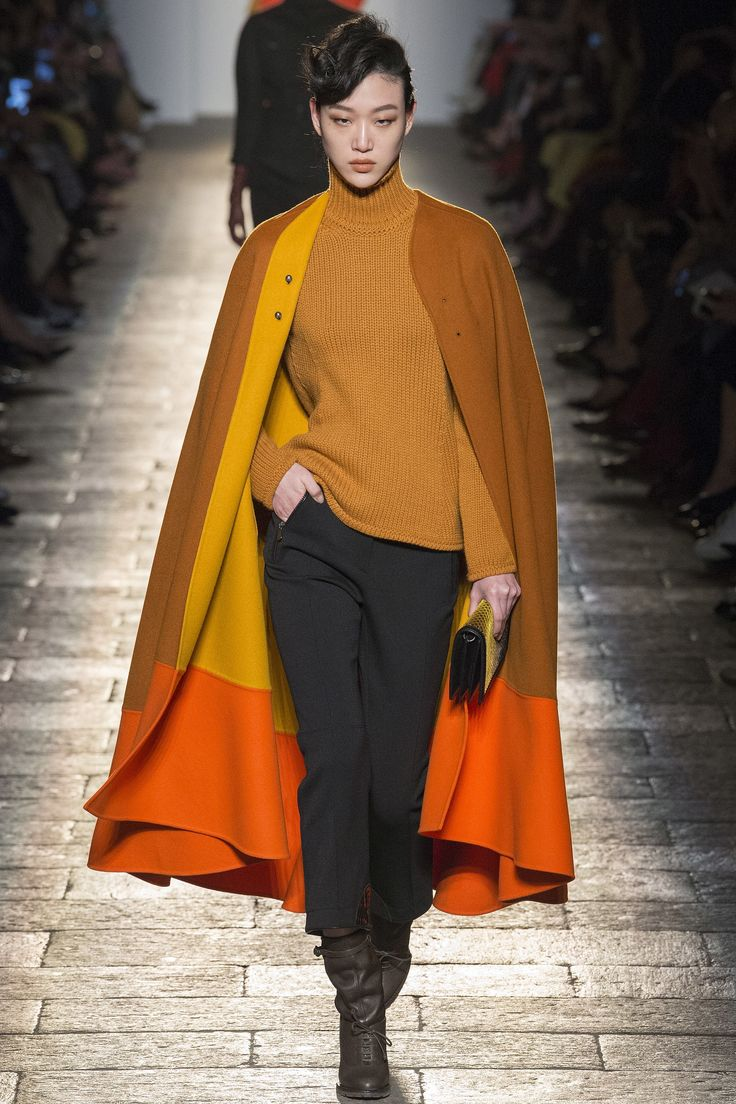 http://www.vogue.com/fashion-shows/fall-2017-ready-to-wear/bottega-veneta/slideshow/collection