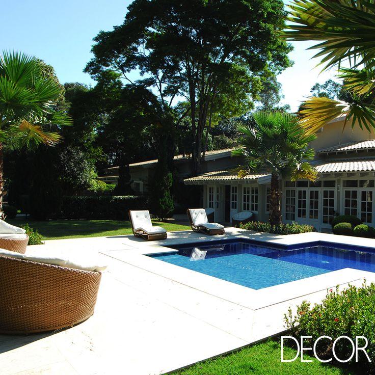 Localizada em um condomínio na cidade de Indaiatuba, São Paulo, morada repaginada pelas arquitetas Andrea Teixeira e Fernanda Negrelli proporciona aconchego aos moradores em estilo rústico contemporâneo.