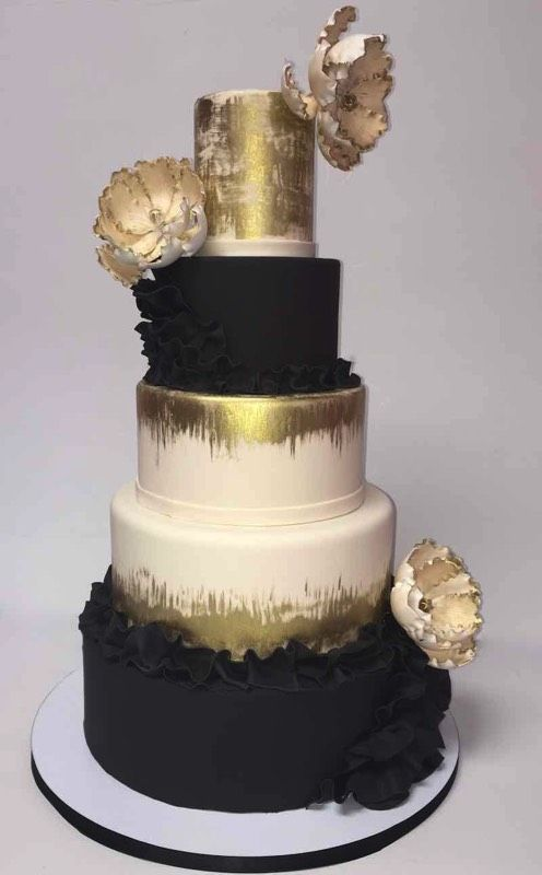 Chalkboard and gold wedding cake