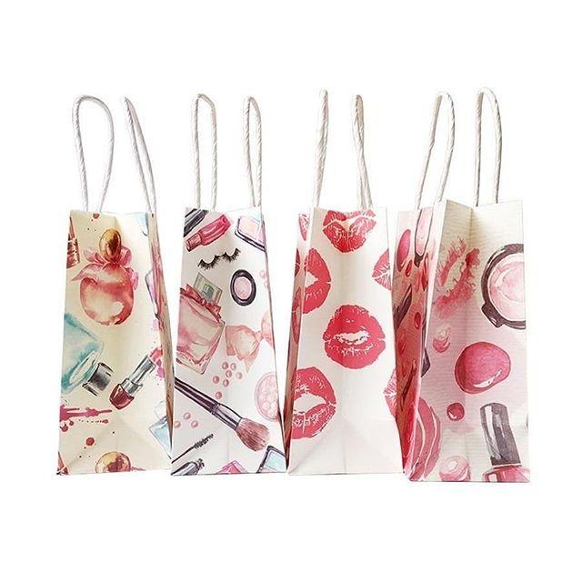 أكياس أدوات تجميل اكياس هدايا اكياس توزيعات اكياس ورقية ادوات تجميل بالجمله افكار هدايا تغليف هدايا Www Deyoof Small Gifts Paper Gifts Cheap Gift Bags