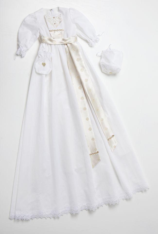 Dåpskjole Snøhvit er i hvit lin med åpent broderi som detalj. Leveres med dåpslue som dåpskjolen i lin, samt smekke, krage og pompadur.
