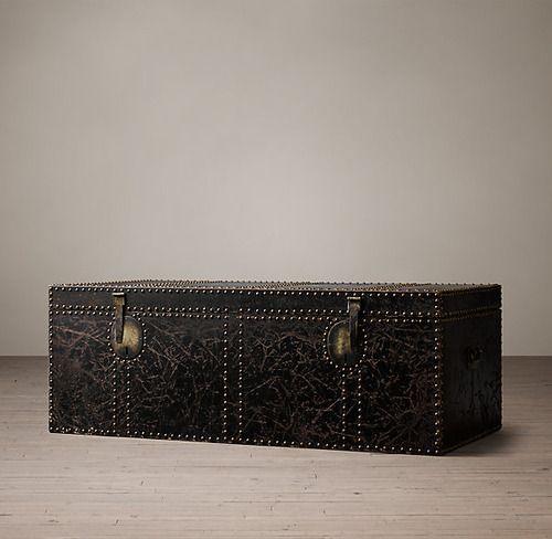 Restoration Hardware(レストレーションハードウェア)トランクコーヒーテーブル「19th C. Leather Carriage Trunk Coffee Table」