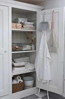 Laundry Room: Linens Cupboards, Storage Spaces, Clean Closet, Bathroom Storage, Bathroom Closet, Laundry Rooms, Wire Baskets, Bathroom Cabinets, Linens Closet