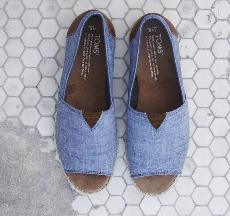 Featuring a chic chambray upper and a summery rope sole, our open-toe espadrilles are perfect for warm days out and about. *With every pair of shoes you purchase, TOMS will give a new pair of shoes to