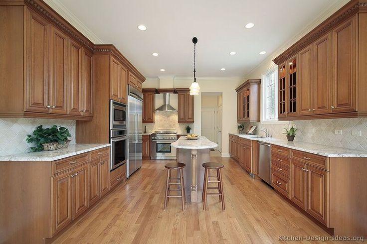 Traditional Medium Wood-Brown Kitchen Cabinets #09 (Kitchen-Design-Ideas.org)