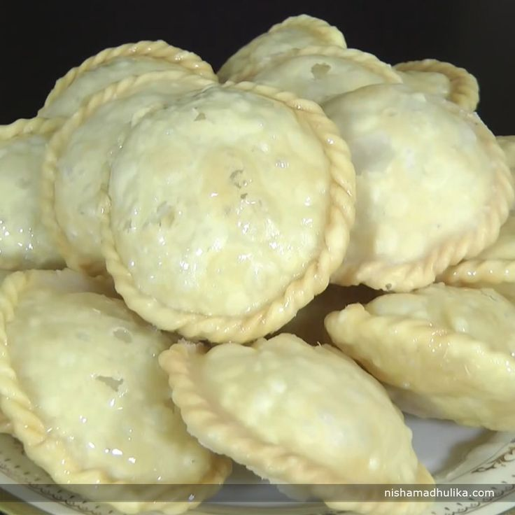Chandrakala gujiya is an authentic sweet recipe of India. It is mostly made on festivals or special functions. Recipe in English-  http://indiangoodfood.com/2097-chandrakala-gujiya.html ( copy and paste link into browser)  Recipe in Hindi - http://nishamadhulika.com/sweets/chandrakala-recipe.html ( copy and paste link into browser)
