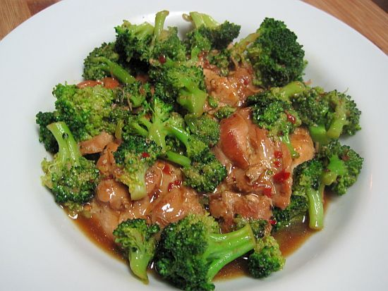 Chicken & Broccoli: 4 chicken breasts, 4 cups broccoli, 2 cloves garlic, 3/4 c beef broth, 1 T oyster sauce, 1 t soy sauce, 1/2 t Splenda, 1/2 t red pepper flakes.