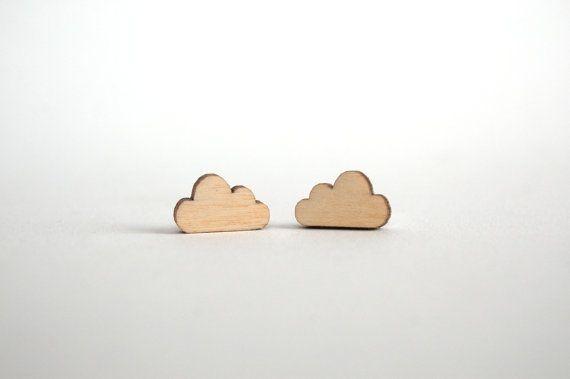 €8,00 Wolkjes oorbellen, houten sieraden, wolk sieraden, wolk oorknopjes, laser cut, berken hout, oorbellen hout, wolken, nikkelvrij, studio maas