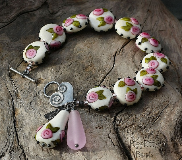 Sophie Roses by rubytwoshoes, via Flickr   I love the heart clasp, and the beads are terrific.