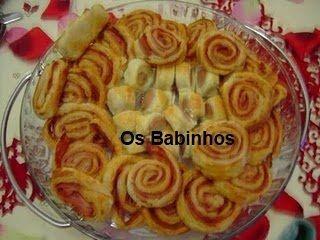AS PAPINHAS DOS BABINHOS: Rolinhos folhados de salsicha e outros de fiambre e chourição  http://aspapinhasdosbabinhos.blogspot.pt/2010/06/o-natal-o-meu-natal.html