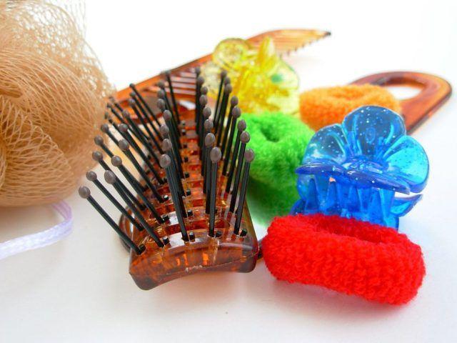 Come rimediare a capelli secchi e fragili ??  I capelli quando sono sani e ben curati sono meravigliosi. A volte si spezzano e danno un aspetto fragile e piuttosto stopposo. La rottura può avvenire ad ogni lunghezza. La causa può essere dovuta a fattori esterni ambientali che li seccano come lo stress una piega e cure sbagliate come : spazzolare troppo in modo sbagliato quando sono bagnati elastici e mollette  colorazioni frequenti troppo uso di ferro arricciacapelli.Quindi cosa bisogna…