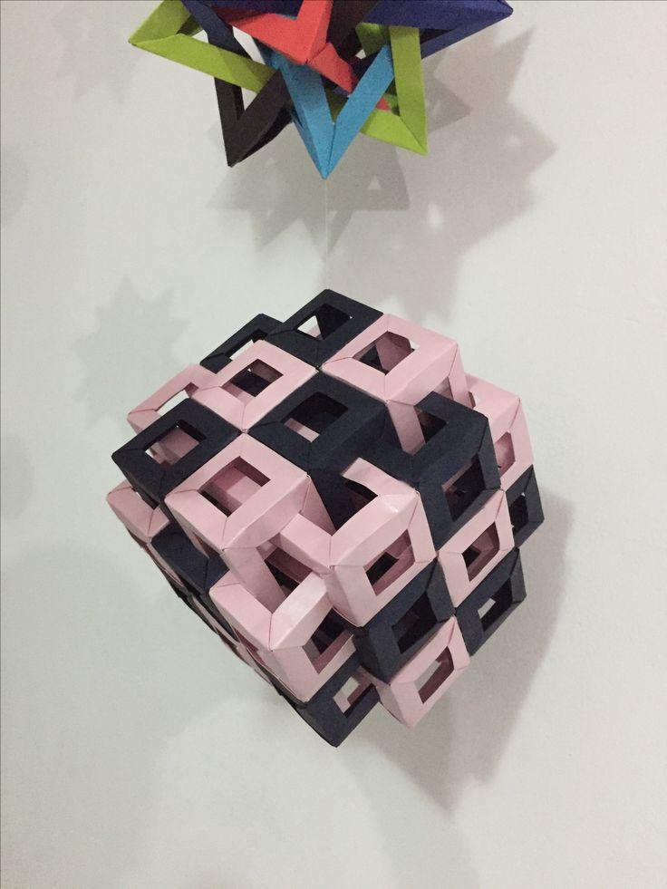 Eighteen interlocking square prisms  Paper majestic 120 gr