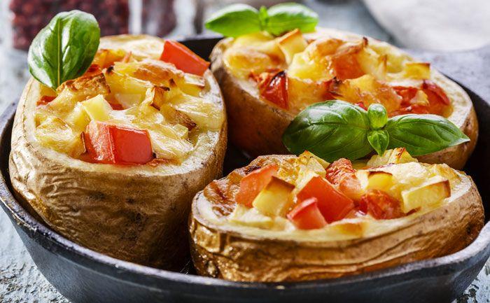 Pommes de terre farcies à la tomate et au fromage à raclette - WeCook