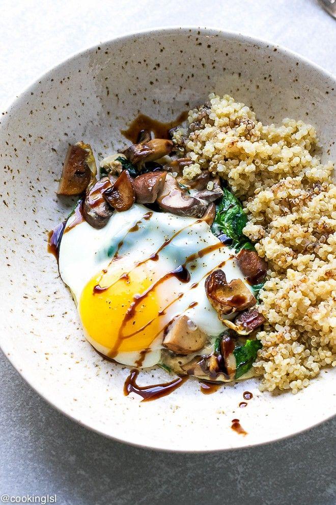 taça de quinoa com espinafres baby, cogumelos e ovo, um brunch delicioso com apenas 225 calorias | casal mistério | Bloglovin'