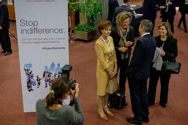 La grande-duchesse Maria Teresa de Luxembourg a assisté à la 32ème Conférence Internationale de la Croix-Rouge à Genève. La grande-duchesse y a retrouvé la princesse Sophie de Liechtenstein, la princesse Margareta de Roumanie.