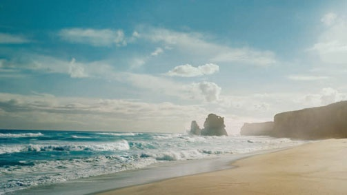 Green Ocean Road with beaches, nature, gastronomy, culture ... 243km stretch of road along the south-eastern coast of Australia.