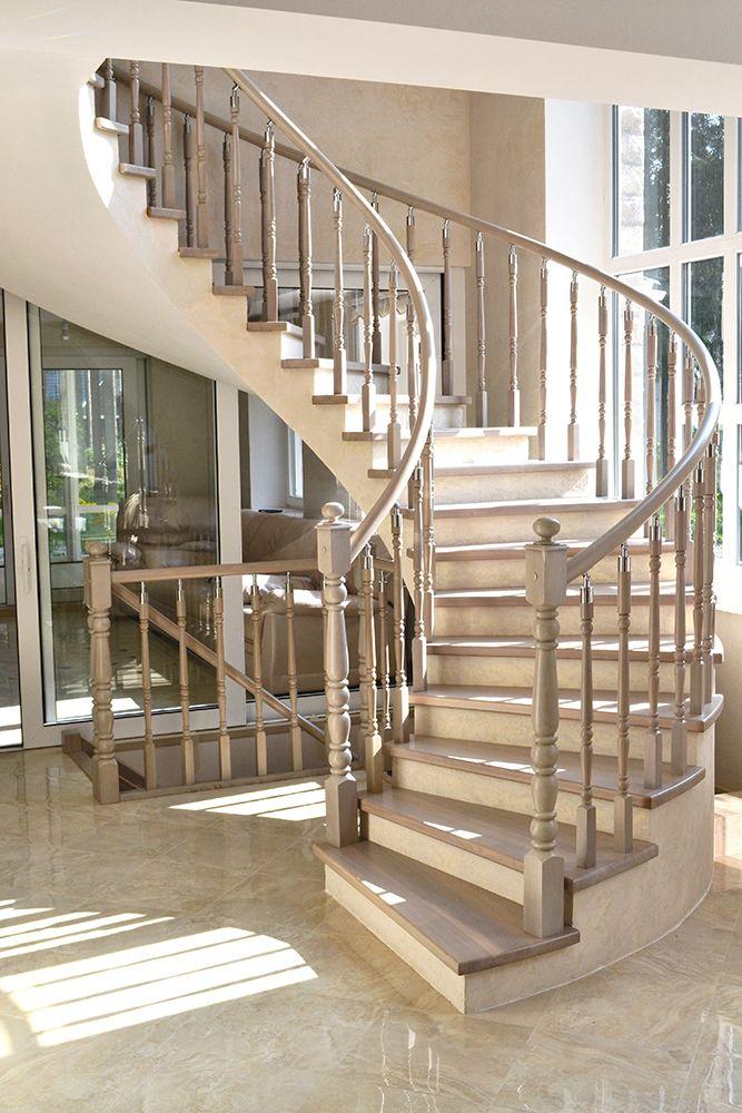 Винтовая лестница из дуба