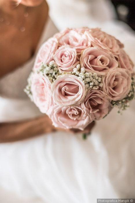 86bb79e7d527 Bouquet di rose rosa con nebbiolina  matrimonio  nozze  sposi  sposa   bouquet  fiori  rustichic  bohochic  tradizione  wedding  flower