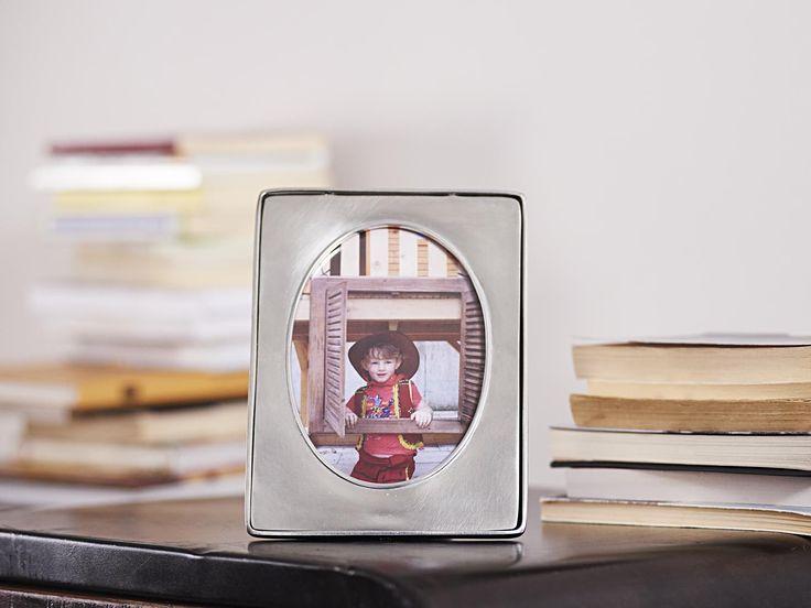 Oval Pewter Photo Frame - Width: 15 cm (5,9″) - Height: 20 cm (7,9″) - #pewter #picture #photo #frame #peltro #cornice #fotografia #portafoto #zinn #bilderrahmen #fotorahmen #rahmen #étain #etain #cadre #peltre #tinn #олово #оловянный #gifts #giftware #home #housewares #homewares #decor #design #bottega #peltro #GT #italian #handmade #made #italy #artisans #craftsmanship #craftsman #primitive #vintage #antique
