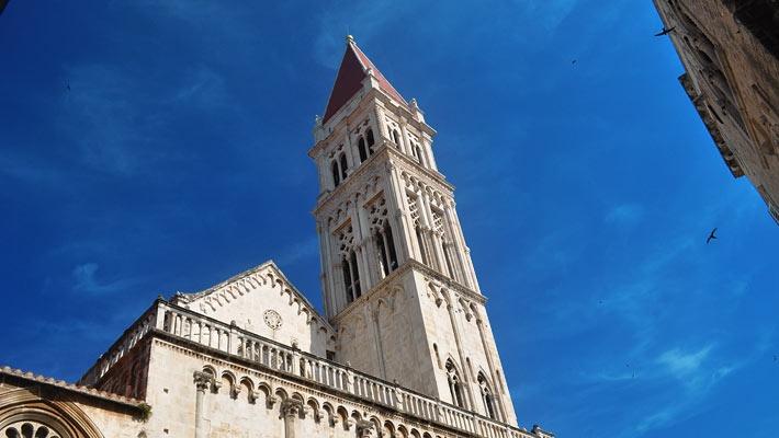 Catedrala Sf. Laurentiu, Trogir  Trogir, o bijuterie a coastei dalmate - galerie foto.  Vezi mai multe poze pe www.ghiduri-turistice.info