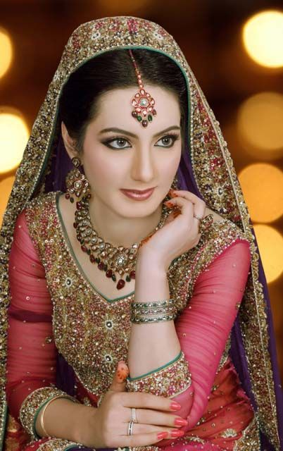 Dreamz beauty parlour hyderabad is the best place to visit for all type of beauty services for women and advance treatment for the face, hair, hands, feets and body. And we ready to give special package for Bridal makeup and mehandi designs. http://dreamzbeautyparlour.com/