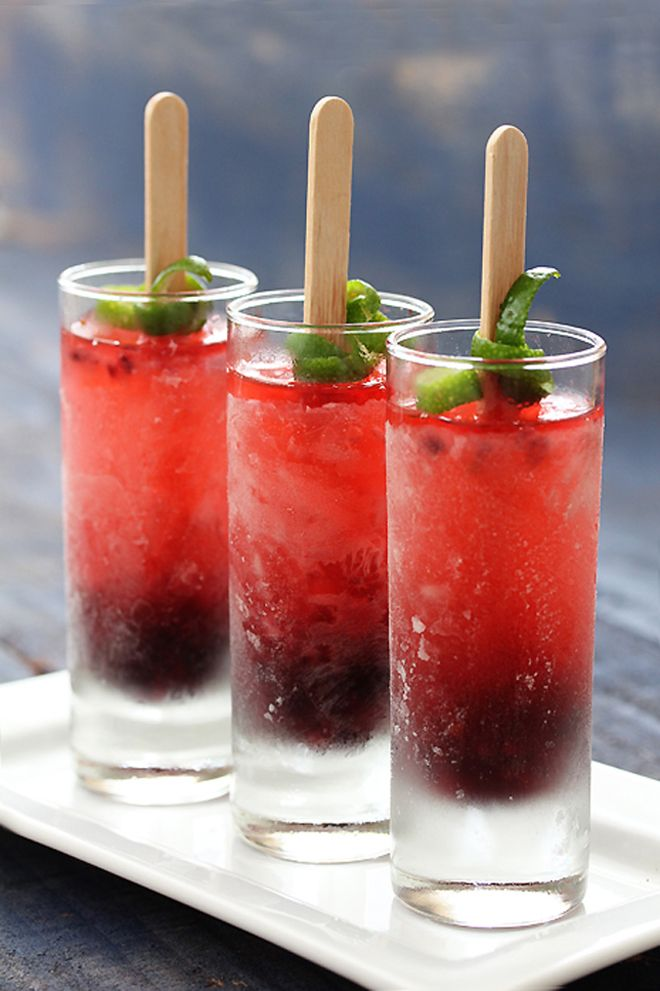Summer Wedding Idea: Cocktail Popsicles! This fun twist to the famous signature cocktail is a perfect way to toast a warm, summer party or wedding day.