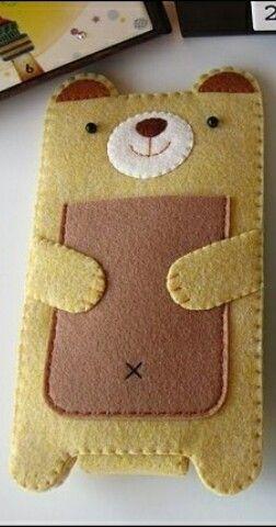 Милый мишка-чехол для телефона, а в кармашек-животик можно спрятать наушники либо же деньги на обед и т.п