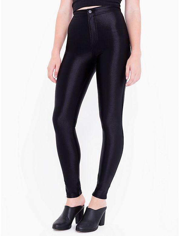 Diese enganliegende, hoch geschnittene Stretch Pants ist aus Figurschmeichelndem, elastischem Nylon.
