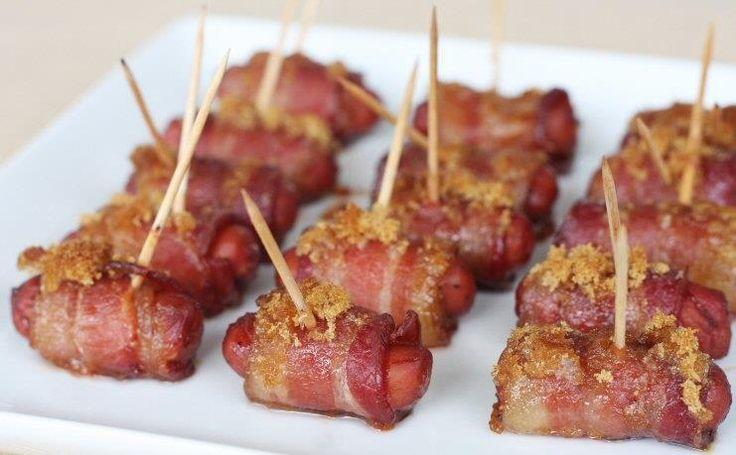 Mini-hotdogs wrapped in #bacon! !Mini salchichas con tocino! #ilovebacon