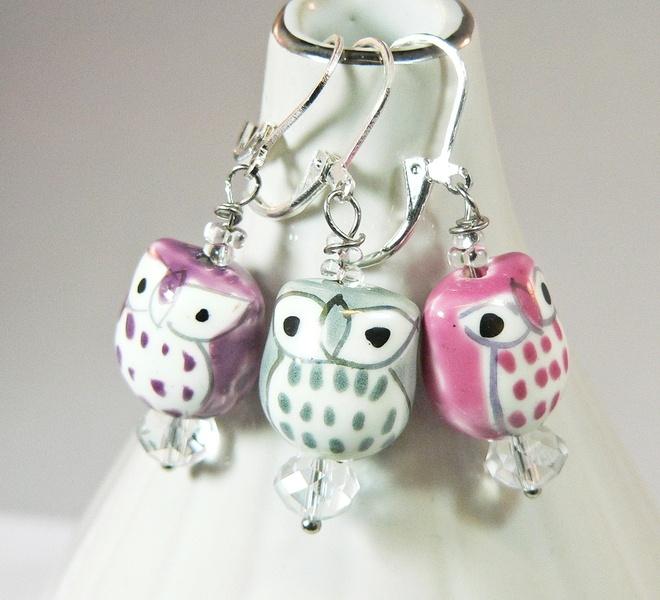 *Ohrringe Eule Porzellan Glasperlen*    Diese Ohrringe sind ein süßer Blickefänger.    Du kannst zwischen folgenden Farben wählen:    rosa/pink, lila/