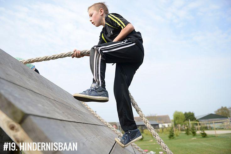 Spel:19. #hindernisbaan: Rennen, klimmen & tijgeren over het parcours. Totaal 7 obstakels die je met het team moet overwinnen. Perfect voor teambuilding opdrachten.   • Geschikt voor:  Kids (vanaf 7 jaar), tieners & volwassenen •  Leuk tijdens: #familiedag, #schooluitje, #verenigingsuitje, #vriendenuitje, #vrijgezellenfeest, #kinderfeestje • #Polderevents