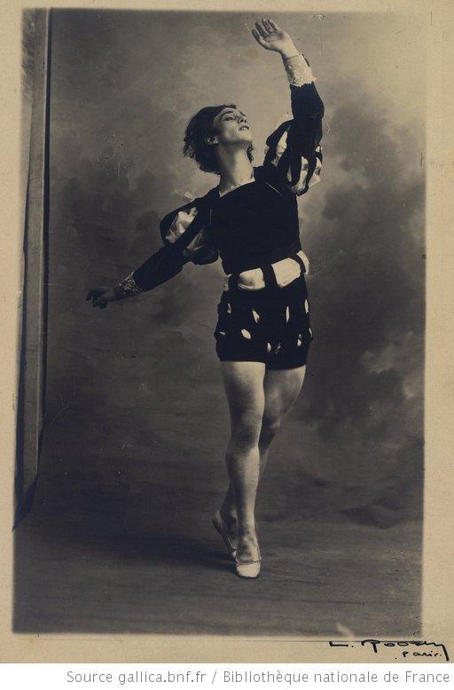 Giselle : [Vaslav Nijinsky (dans le rôle de Albrecht acte II)] / [photographie de Bert]