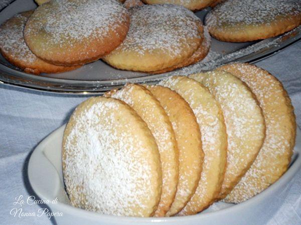 biscotti veloci e friabili con pastafrolla preparata anche il giorno prima. Ricetta semplice da la cucina di nonna papera