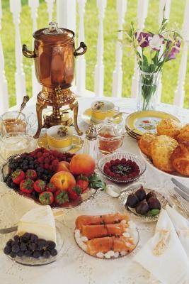 Cómo crear un buffet de desayuno continental elegante  | eHow en Español