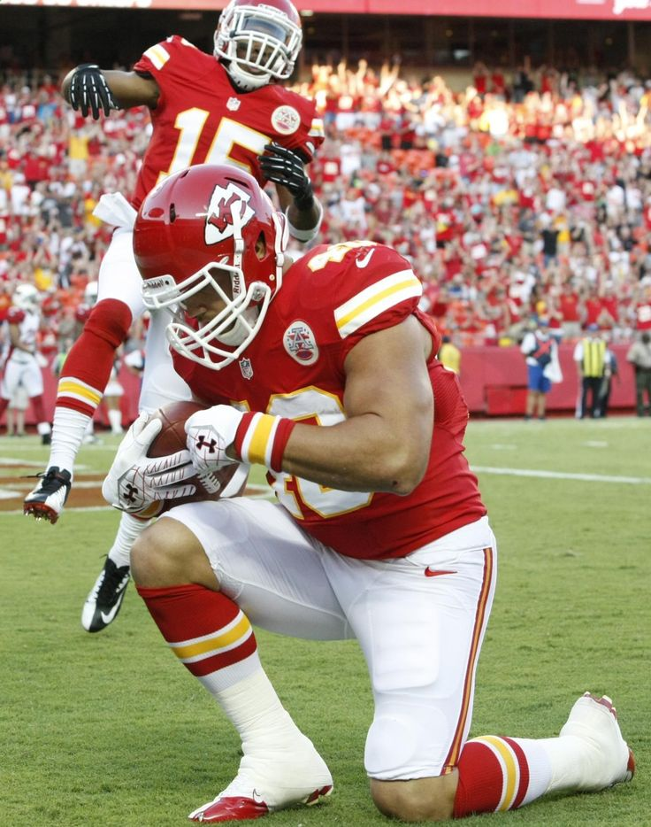 At last regular season is here and I can do my nfl football betting already! But first let's take a look back at what happened at the Preseason. Check out Kansas City Chiefs running back Peyton Hillis (40) celebrates a touchdown with wide receiver Steve Breaston (15) during the first half an NFL pre-season football game against the Arizona Cardinals in Kansas City. Visit: www.sportsbook.ag...