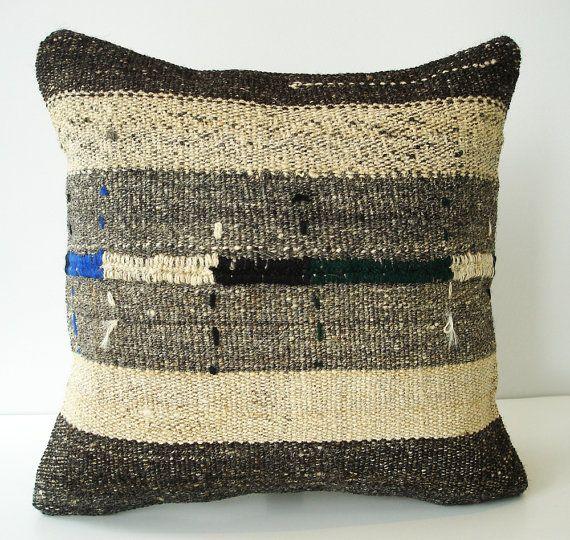 .textured pillow