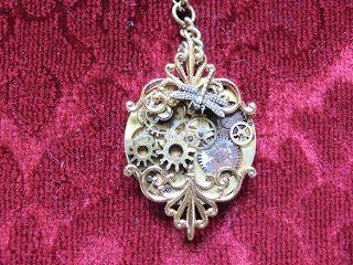 Precious Things: Steampunk halsband av ett gammalt fickur