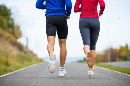 """Hallo aus Berlin, Laufen ist der natürlichste Sport für den Menschen, das Tier """"Homo sapiens"""". Wir sind geboren, um zu laufen. Es gibt kein anderes Tier, welches so weite Strecken laufe…"""