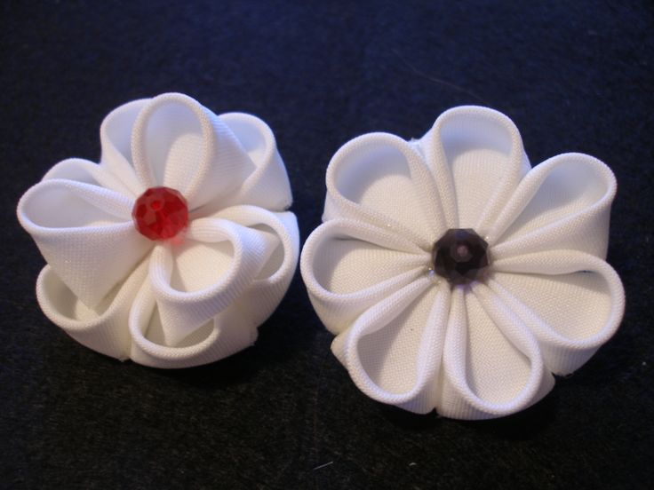 Kanzashi flower Handmade by Wicca #Kanzashi #textile #flower #white #red #HandmadebyWicca