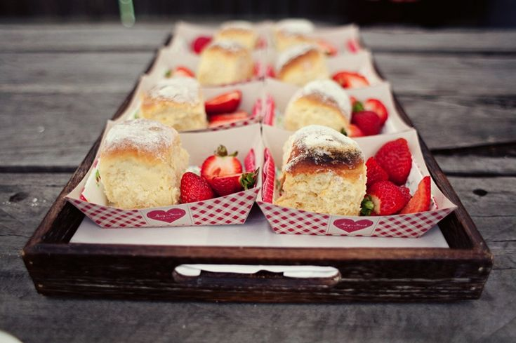 Picnic Dessert-5 Things You Need For A Perfect Picnic Wedding on earlyivy.com