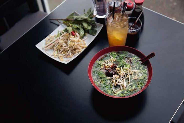 Signaturretten: Lille Saigons phò-suppe er blitt servert til matglade nordmenn i 25 år. Her er oppskriften.